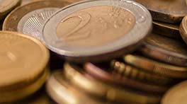 2 Euro coin on top of more euros - crps compenstion